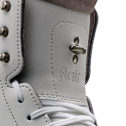 910 Flair White Boot